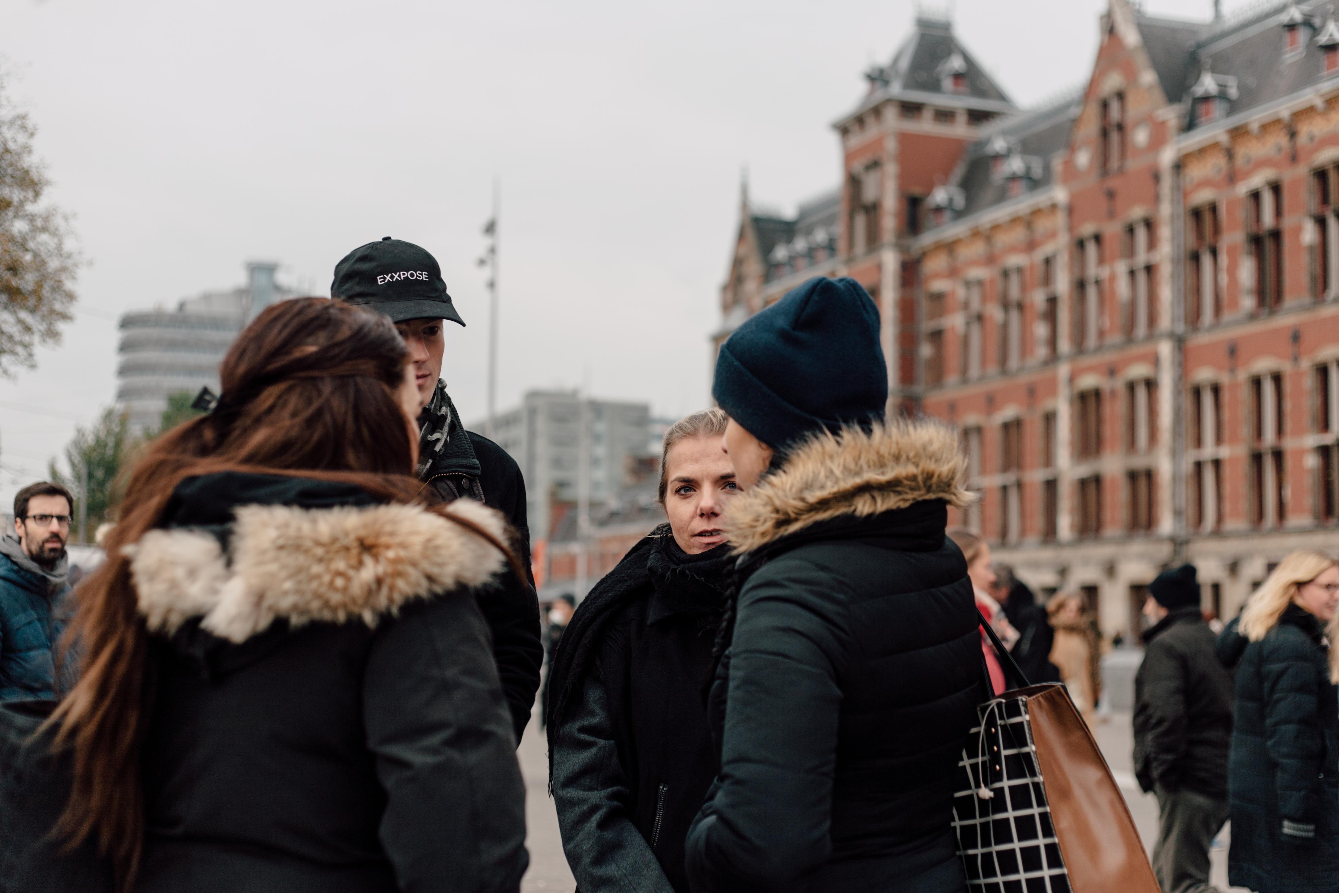Actiedag Exxpose | Exxpose in gesprek met toeristen